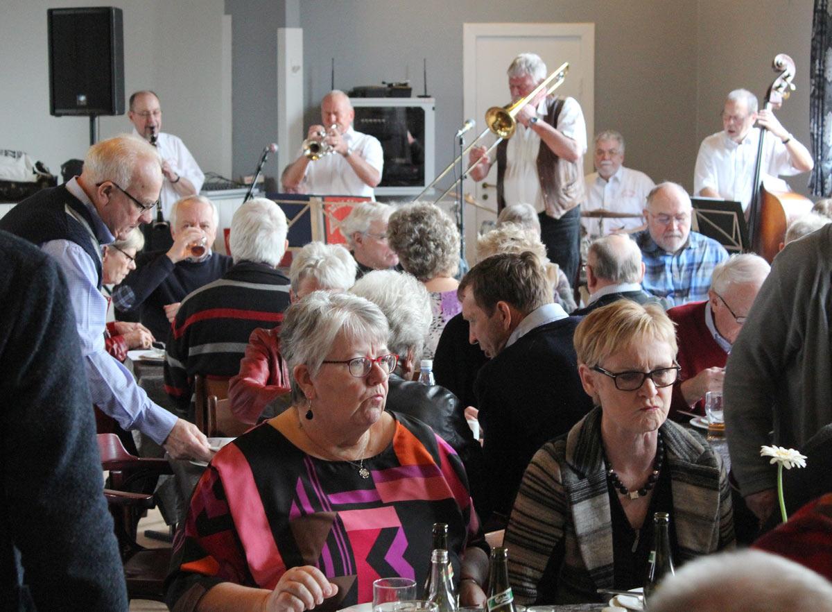 Royal Garden Jazzband var også på Ørsted Kro sidste år - billede fra den gang - også med med Botha Christensen som solist