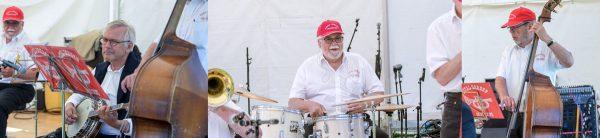 Den anden gæstesolist, Michael Petersen på banjo. Han var med for 25 år siden, da Royal Garden Jazzband blev genstartet. I midten trommeslager, sanger og konferencier, Olav B. Hansen og yderst til højre bassisten Flemming Seiersen. Han startede orkestret i 1956 i Nykøbing Mors. Her er der jubilæumskoncert med bandet ved det store Kulturmøde fra den 25. til den 27. august.